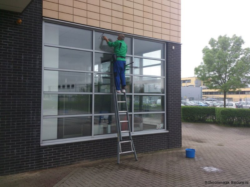 Glasbewassing en gevelreiniging 3